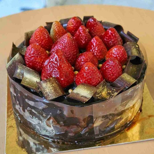 Choc Devil Cake wıth Fresh Strawberry